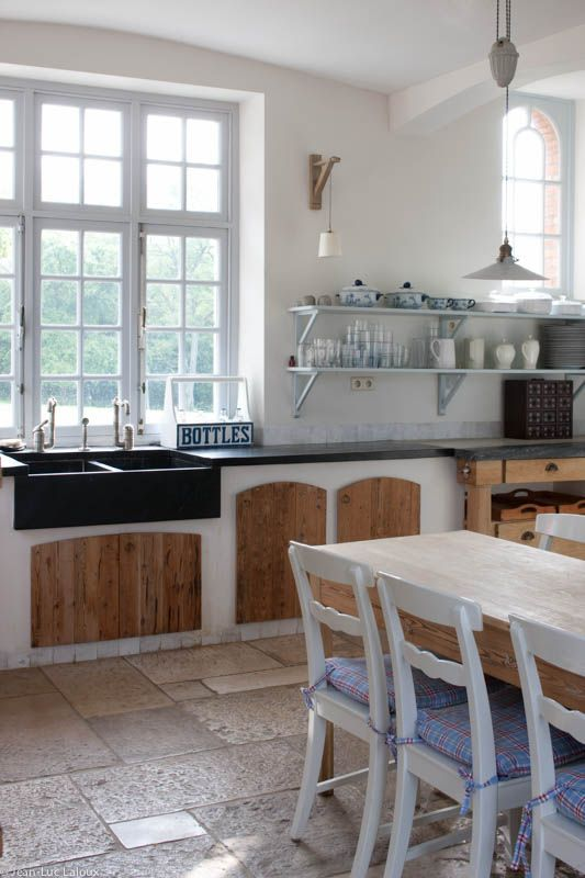 Large windows help with kitchen become a light and bright space #interiordesign #design #interiors #bespoke #homes #designer
