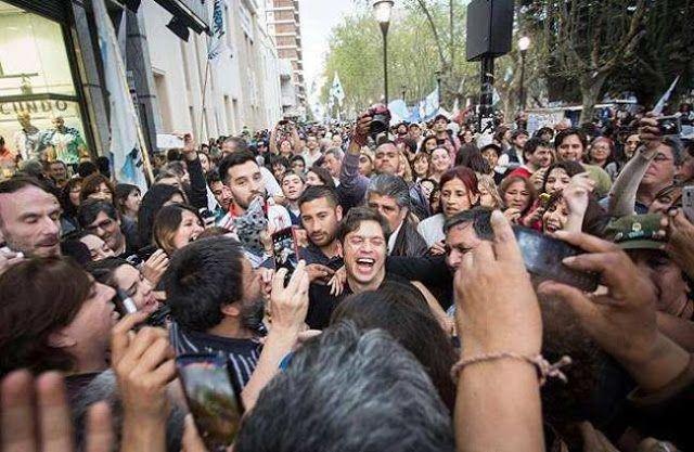 """KICILLOF: """"LA AUDIENCIA PUBLICA FUE UNA FARSA UN ENGAÑO A LA SOCIEDAD""""   Kicillof: """"La audiencia pública fue una farsa un engaño a la sociedad"""" El ex ministro de Economía Axel Kicillof participó junto con el diputado provincial Lauro Grande y al concejal por San Martín Hernán Letcher de la Plaza del Pueblo que se llevó a cabo en esa ciudad y que estuvo colmada por más de tres mil personas. Allí el actual diputado nacional expresó con firmeza que este movimiento se fortalece plaza por plaza…"""
