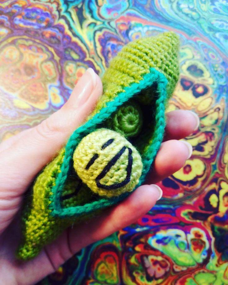Весёлые горошины))) одна из самых популярных и забавных игрушек в нашей мастерской. #горох #горошинка #вязаныеигрушки #вязаниеназаказ #амигуруми #амигуруминазаказ #ручнаяработа #забавныеигрушки #хэндмэйд #amigurumi #weamiguru #knitting #crochet #handmade by sumzi.ru