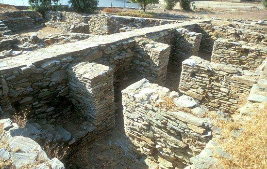 Προϊστορικός οικισμός ''Αγίας Ειρήνης''. Ο ναός του οικισμού που χρησιμοποιήθηκε για πάνω από 3.000 χρόνια.