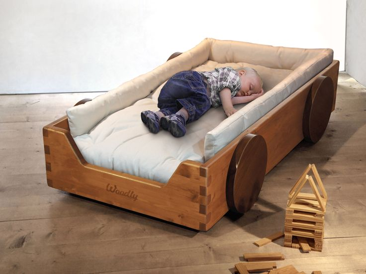 Lettino Montessori con paracolpi imbottito - Montessori floor bed with padded protection side panels.
