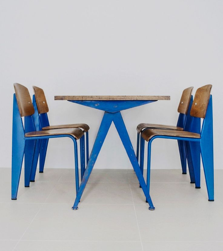 Compass table (1953) and Standard dining chairs (1950) by Jean Prouvé. Materials bent sheet steel, enameled steel, beech plywood and aluminum