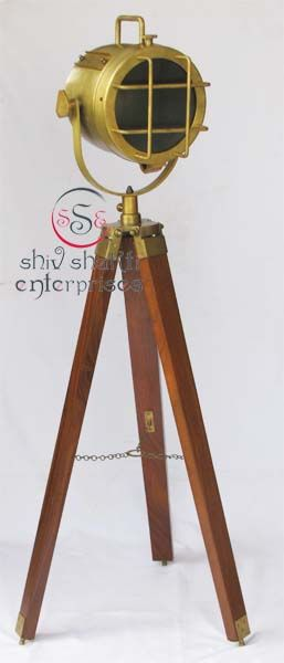 Vintage Design Tripod Lighting Searchlight  Item Code : N24-6587   Finishing : Old Brass Antique   Material : Aluminium & Timber Wood   Dimension : Full open height -103cm