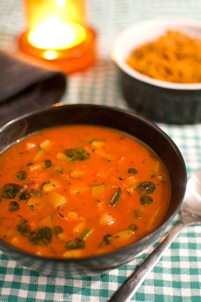 Ratatouillesoppa med grönsaker, tomatsoppa