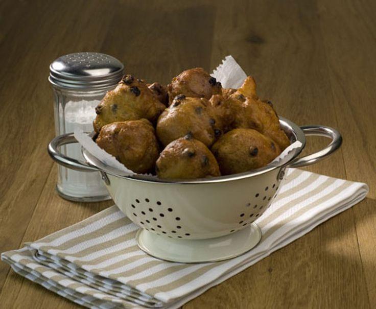 Voor het originele oliebollen recept moet je bij Koopmans zijn. Dit authentieke oliebollen recept is eenvoudig en snel te bereiden.