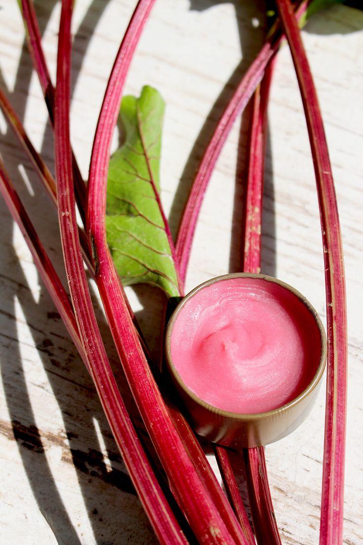 Lip balm / beetroot / diy / cosmetics / recipes / natural / nature /  http://lilinatura.pl/