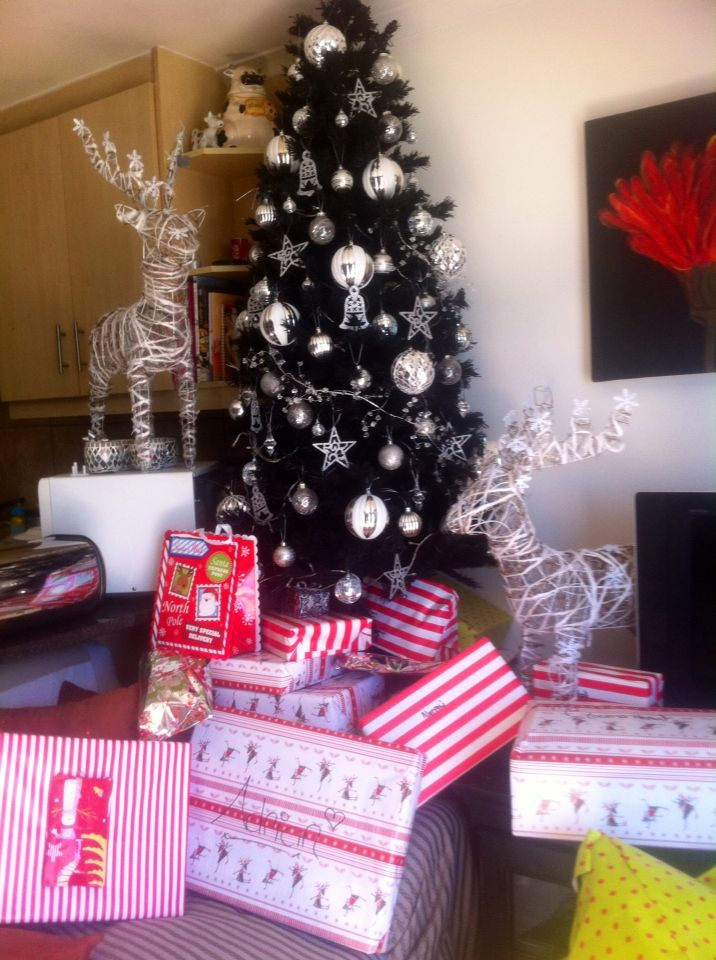 Black & white christmas tree with gifts