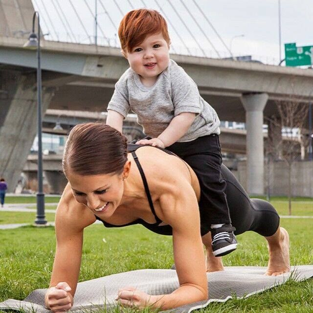 Essentia Hydration Specialist and Pilates instructor Jennifer Phelan demonstrates it is possible to workout out with your little one. It just takes some creativity, flexibility and determination! Photo: LucieWickerPhotography.com.