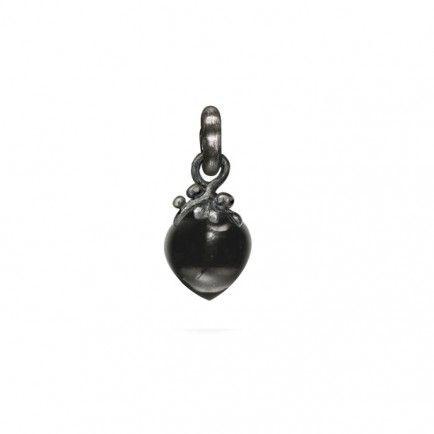 Dew Drops charm in Sterling silver with onyx | OLE LYNGGAARD COPENHAGEN