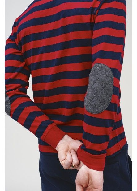 Wear this striped red and blue polo with patches on the elbows over a pair of simple fleece dark blue trousers. #SUN68 #SUN68FW16 #FW16 #uomo #man #fashion #cool #mood #winter #fall #newcollection #moda #outfit #shopping #beauty #boy #tshirt #patch