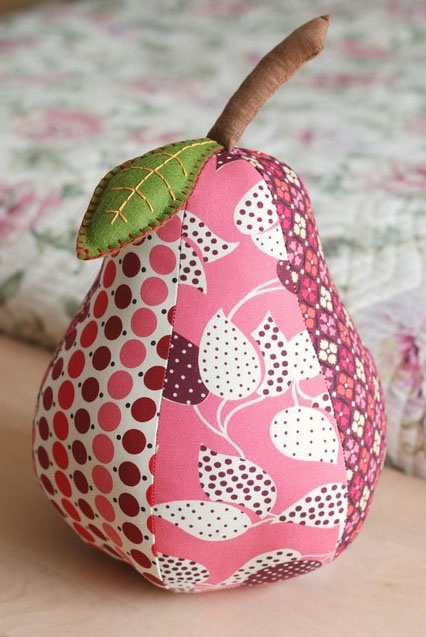 funky fabric pears - would also make cute pincushions. Don't bother following the link..