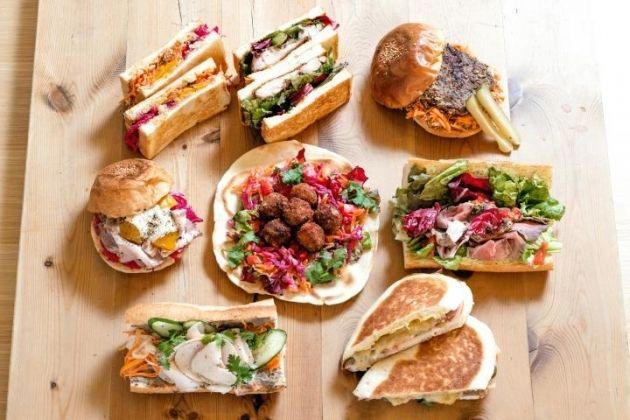マルシェ風ワゴンが並ぶ横浜の洋館カフェ。世界各国の珍しいサンドイッチをどうぞ