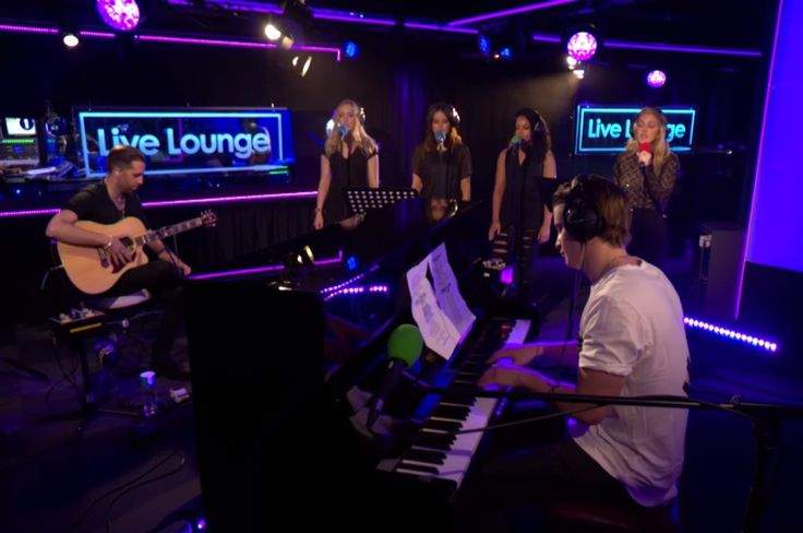 "English singer-songwriter Ellie Goulding and Norwegian musician DJ Kygo performed Harry Styles' ""Sign Of The Times"" and their latest song ""First Time"" on BBC Radio 1 Live Lounge."