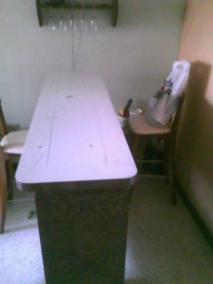 Renovacion por partes de mueble Bar de los 80tas, ya fue eliminado los tubos cromado y sustituido por madera