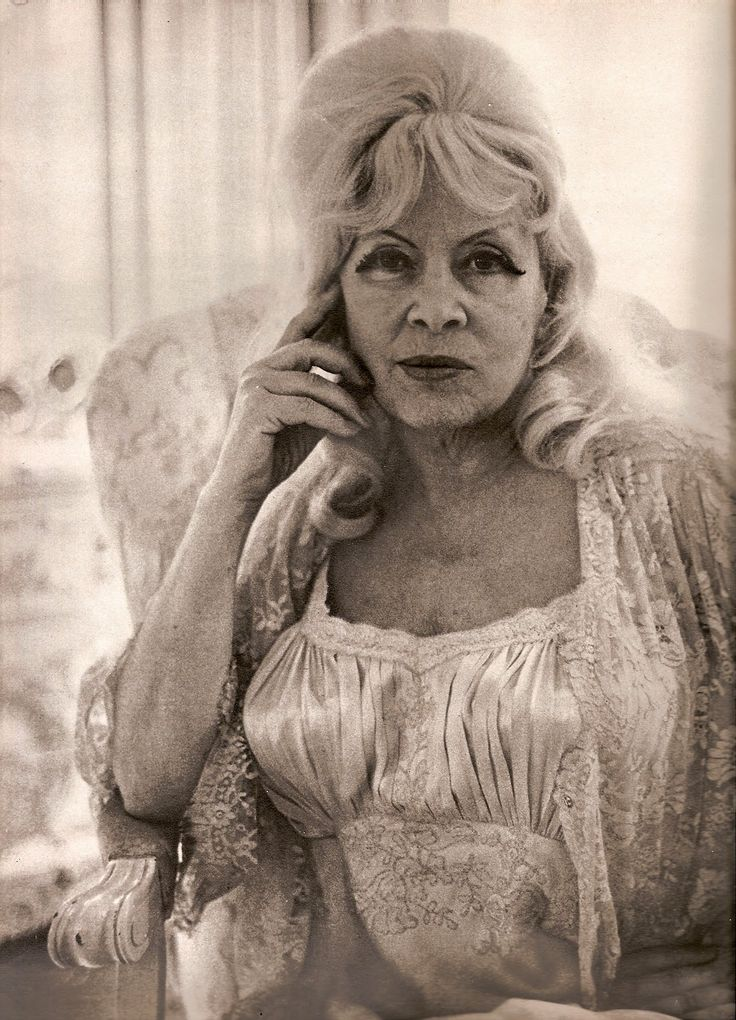 "devodotcom: ""SHE IS AS MAE WEST AS EVER""... THE MAGICAL PHOTOGRAPHY OF DIANE ARBUS"
