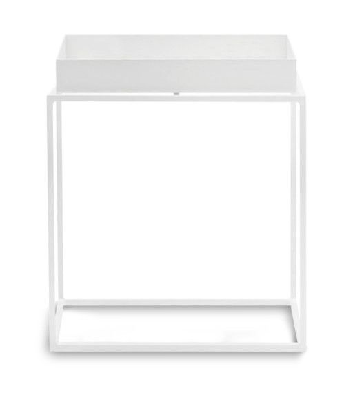 Att ersätta ett större soffbord med en kombination av flera mindre sidobord är idén bakom serien Tray Table.Borden finns i flera färger och storlekar som består av en pulverlackerad stabil stålram och en löstagbar bricka. Den små borden är flexibla och mångfunktionella, den lilla storleken gör att de enkelt kan anpassas till ett vardagsrums olika situationer, som sängbord eller som ett litet avlastningsbord någon annanstans. Tray Table kan kombineras i oändlighet eller staplas för att skapa…