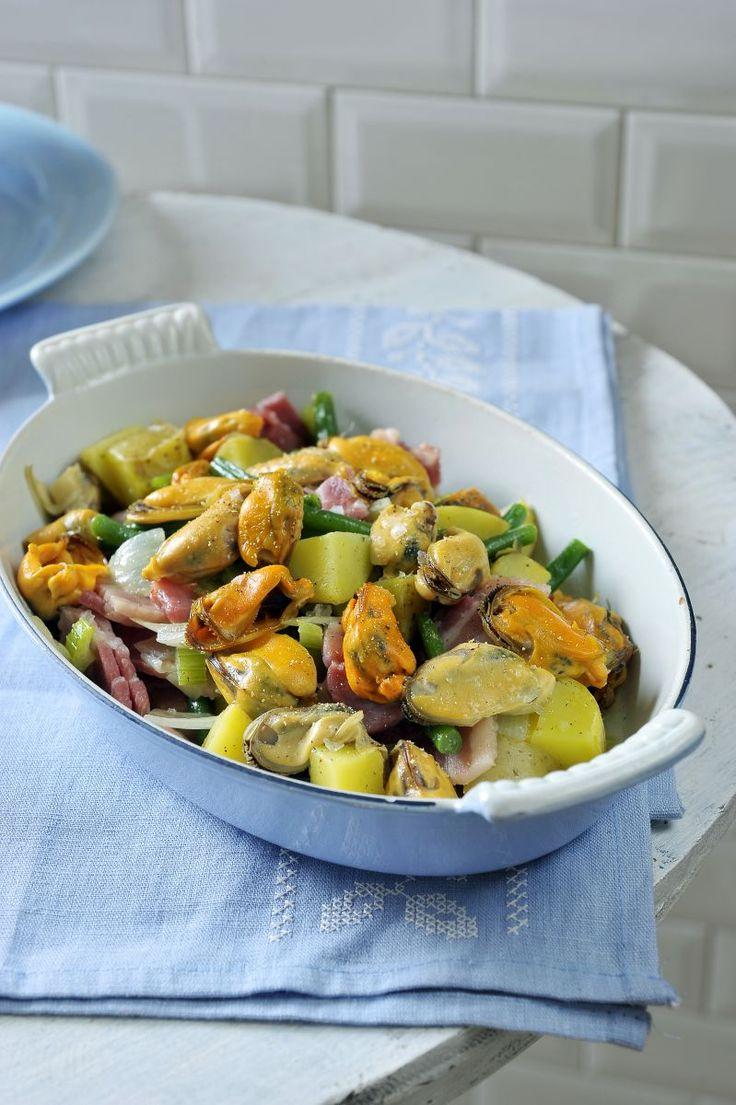 Warme salade met spek en mosseltjes http://www.njam.tv/recepten/warme-salade-met-spek-en-mosseltjes