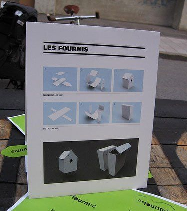 Earlier this week we saw Les Fourmis' Campaign Sign Reuse. They got creative in reusing all of that political signage that's posted during a campaign then generally goes to waste after an election's over. In the days following Canada's recent election, Les Fourmis removed such signs and gave them a new purpose. A few of you asked if instructions were available so you could do this yourself come November 5...