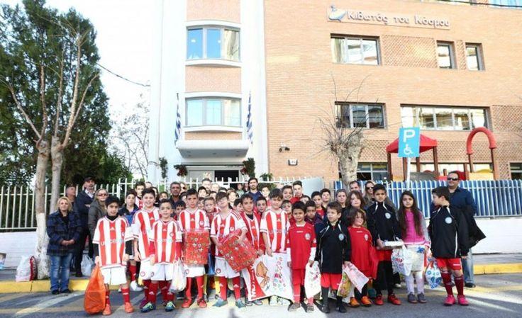 Επίσκεψη αγάπης στην έδρα του Μη Κερδοσκοπικού  Οργανισμού  Ειδικής Μέριμνας και Προστασίας Μητέρας και Παιδιού «Κιβωτός του Κόσμου» στον Κολωνό πραγματοποίησε η Σχολή Ποδοσφαίρου του Ολυμπιακού-Ακαδημίες Καραταίδη από το  Μενίδι http://www.olympiacos.org/article/54248/episkepsi-agapis-apo-tin-sxoli-menidioy-stin-kiboto-toy-kosmoy