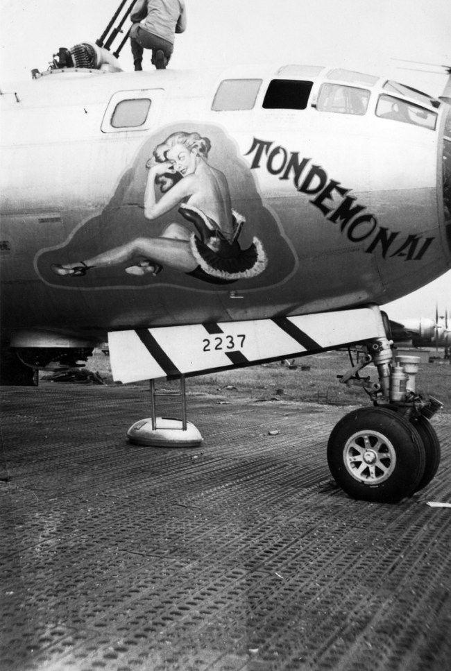 Pin Op Aircraft Nose Art