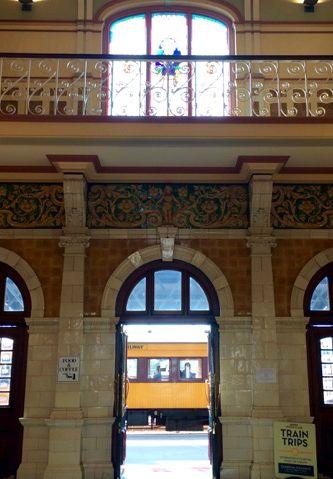 """Train Station bei unserer Stadtbesichtigung in Dunedin. Auf unserer Reise """"Im Land der Kiwi"""" Neuseeland."""