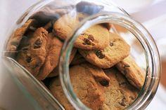 Möchtest du deine Kohlenhydrataufnahme zurückschrauben, aber trotzdem nicht auf süße Leckereien verzichten? Mit diesen Rezepten für Low-Carb-Kekse kann das klappen.