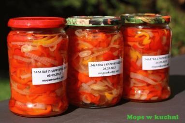 Zdjęcie - Sałatka z papryki i cebuli na zimę - Przepisy kulinarne ze zdjęciami