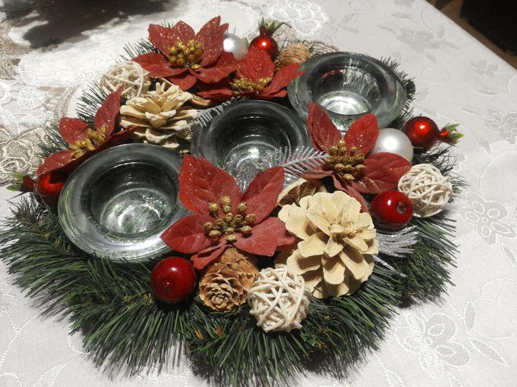 Christmas wreath on the table / Bożonarodzeniowy stroik na stół