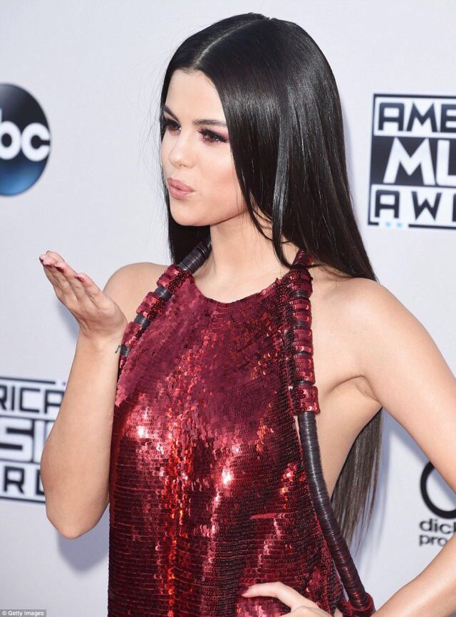 Selena attending the 2015 American Music Awards in Los Angeles, California