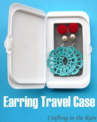 18 Useful DIY Traveling Projects - Earring Case