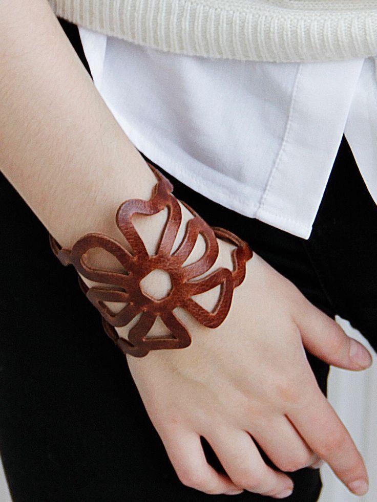 Купить Кожаный браслет ЦВЕТЫ-01 - коричневый, кожаный браслет, браслет из кожи, ажурный браслет