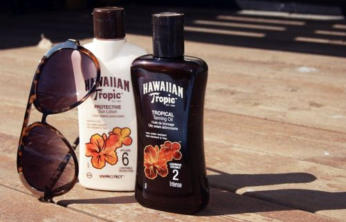 The smell of Hawaiin Tropic tanning oil, the smell of summer :)