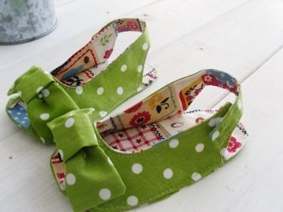 DIY Sewing Tutorial - Baby Polka Dot Slingbacks - could they be made bigger as house slippers for the girls?