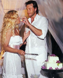 Tori Spelling Fiji Wedding Photos - Tori & Dean share a bit of sugar - Waleg Photo Galleries
