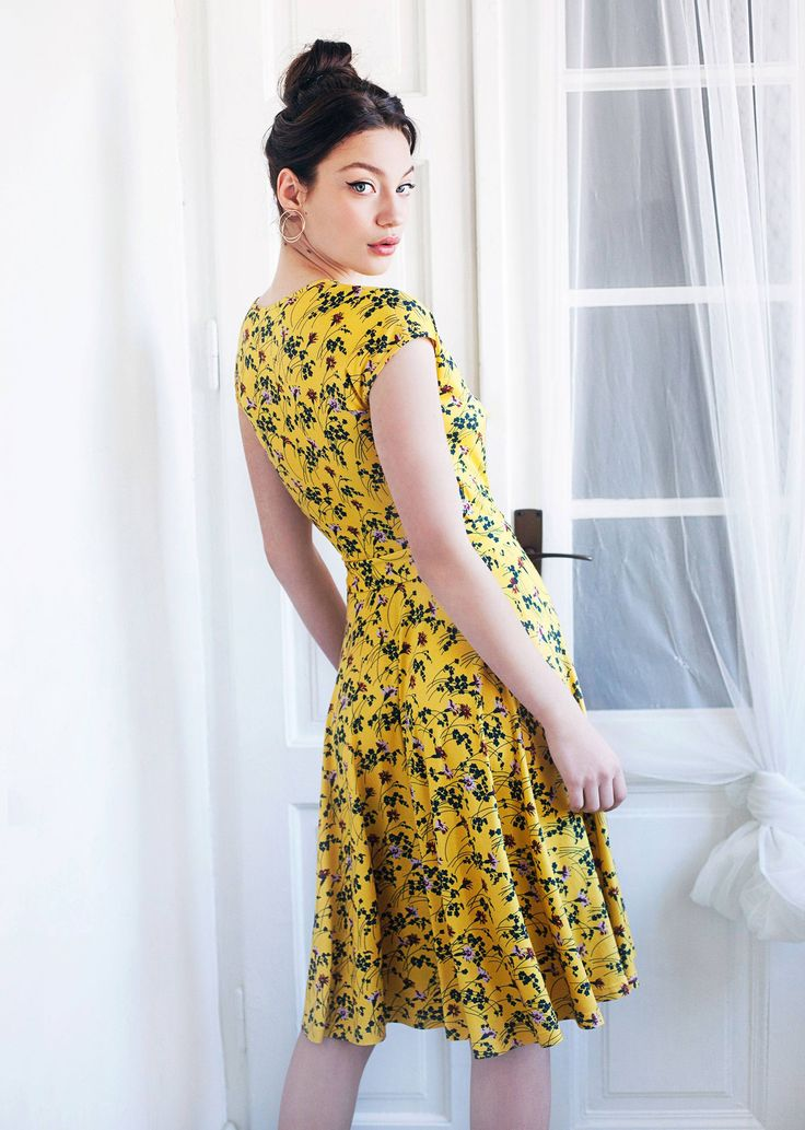Amy dress - yellow - made in fluid stretch jersey, this dress displays a chic wrap-around effect. It is astonishingly comfortable, soft and easy to wear. We love the design for its timeless, unpretentious and feminine character.