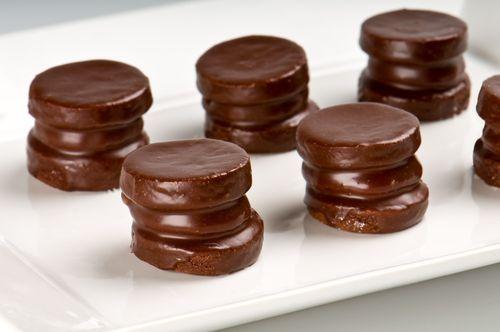 Mira que ricos estos alfajores de chocolate sin azúcar ¡100% caseros!    #AlfajoresDeChocolateSinAzucar #PostresSinAzucar #RecetasSinAzucar #AlfajoresArgentinos #PostresFaciles