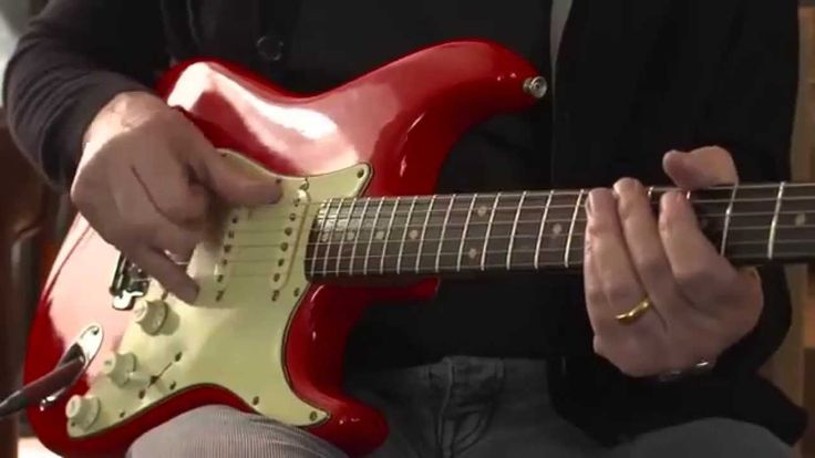 Mark Knopfler Plays and discusses the - Sultans of Swing on a Fender Stratocaster '61