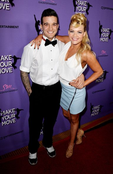 witney carson a cody datování the hook up lyrics traducida