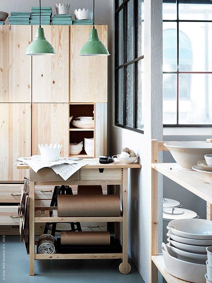 <p><strong>Här i keramikverkstan pågår arbetet för fullt. Dagens inspiration sätter hantverket i första rum, i en luftig miljö som ger skön och kreativ arbetsro.</strong> <strong>Det är dags att göra plats för våra intressen! </strong></p>