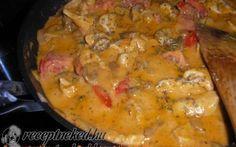 Toszkán csirkeragu - Hozzávalók: 30 dkg csirkemellfilé 15 dkg csiperkegomba szeletelve 6 db koktélparadicsom 1 dl Meggle főzőtejszín só 1 db vöröshagyma 1 kk oregano 1 kevés őrölt bors, 1 tk zúzott fokhagyma paradicsompüré 4 ek olaj 1 ek étkezési keményítő 1 kk citromlé 1 tk fűszerpaprika