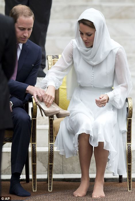 Kate Middleton makes first visit to mosque - and wears veil and attire like Princess Diana did | Mail Online: