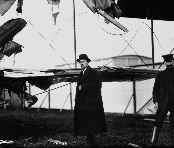 Авиаконструктор И. Сикорский у аэроплана «Русский витязь» после аварии, 1 сентября 1913