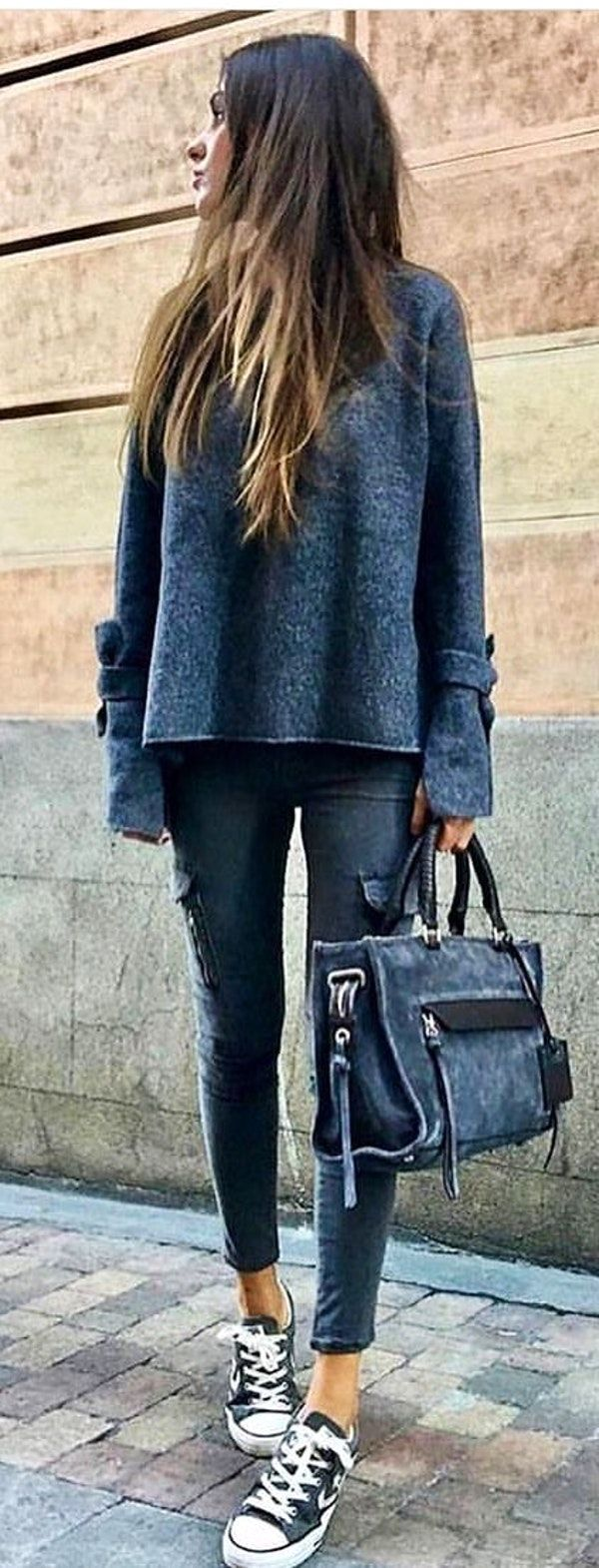 #spring #outfits  woman in gray sweater with gray denim distressed jeans and black-and-white Converse Star Player low-top sneakers holding gray suede tote bag. Pic by @__viva_la_moda__