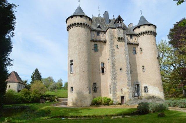 Kasteel te koop Creuse Frankrijk 23 Gueret, koop middeleeuws kasteel 15de eeuw met 7 ha land