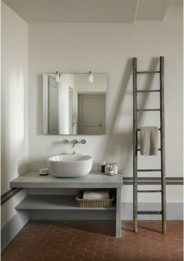 Die besten 25 alte leiter ideen auf pinterest altes leiterdekor leiterregale und holzleitern - Badezimmer leiter ...