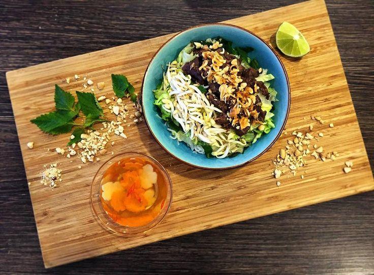 Bún bò Nam Bộ! Pokrm který poslední roky raketově stoupl na popularitě v ČR! Přijďte i vy k nám ochutnat tento pokrm, již brzy v Gỗ!  #BunBoNamBo #Vietnam #jidlo #Brno #Vareni #Kuchyne #Restaurace