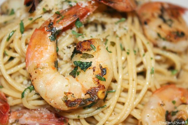 Delicious and simple shrimp scampi recipe from playpartypin.com