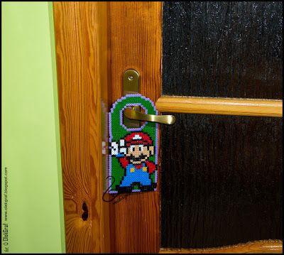 Rękodzieło wszelakie - ozdoby ze wstążek, filcowanie na sucho - mikaglo: Zawieszka na drzwi Mario z koralików / Perler beads Mario hanging on the door