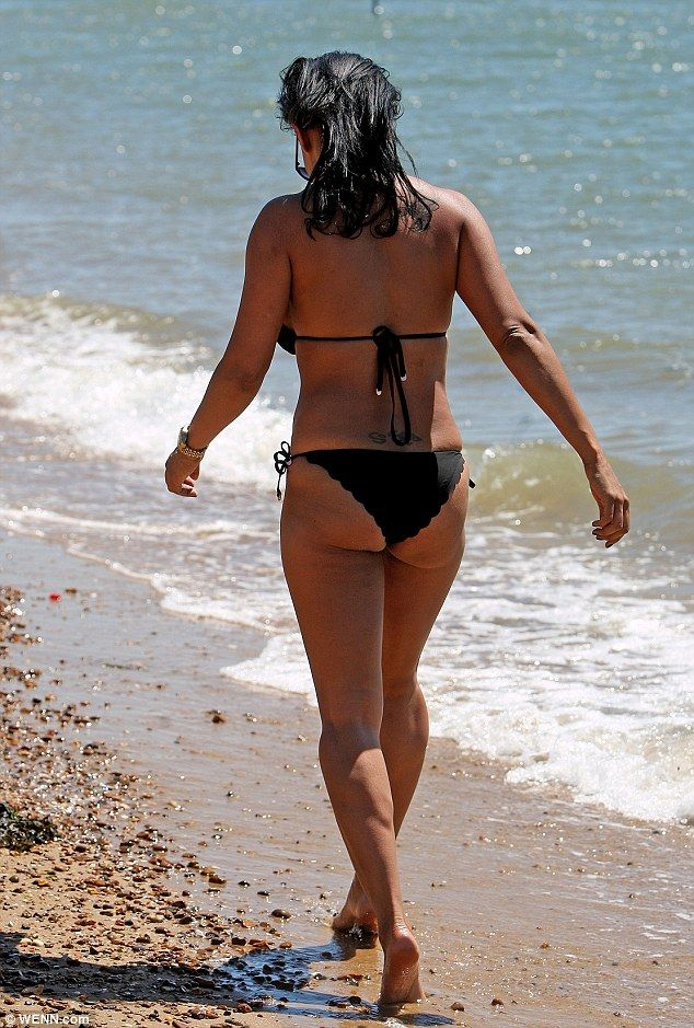 Lisa Maffia showcases her enviable curves at Chalkwell beach in Essex #dailymail
