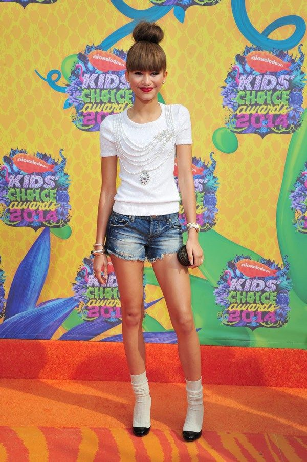 Zendaya wearing an Oscar de la Renta top and Chanel shoes at the 27th Annual Nickelodeon Kid's Choice Awards.